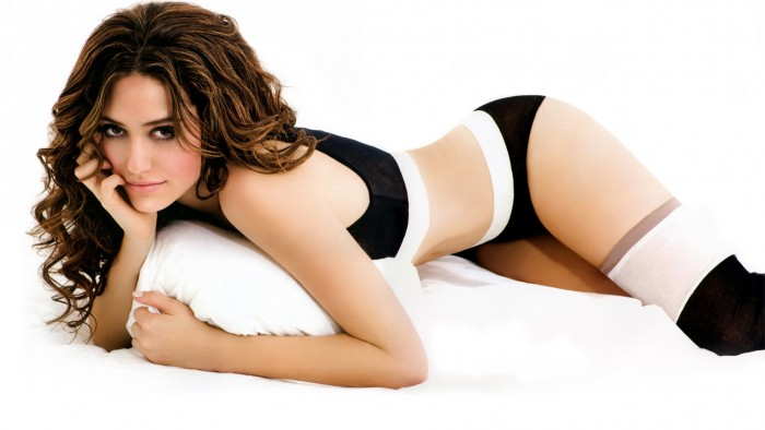 Emmy Rossum Sexy Body Pics