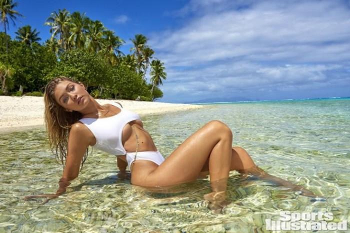 Gigi Hadid Sports Illustrated Swimsuit 2016 Pictures