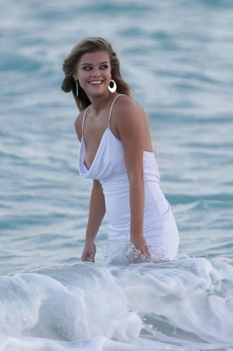 Hot Nina Agdal Pics