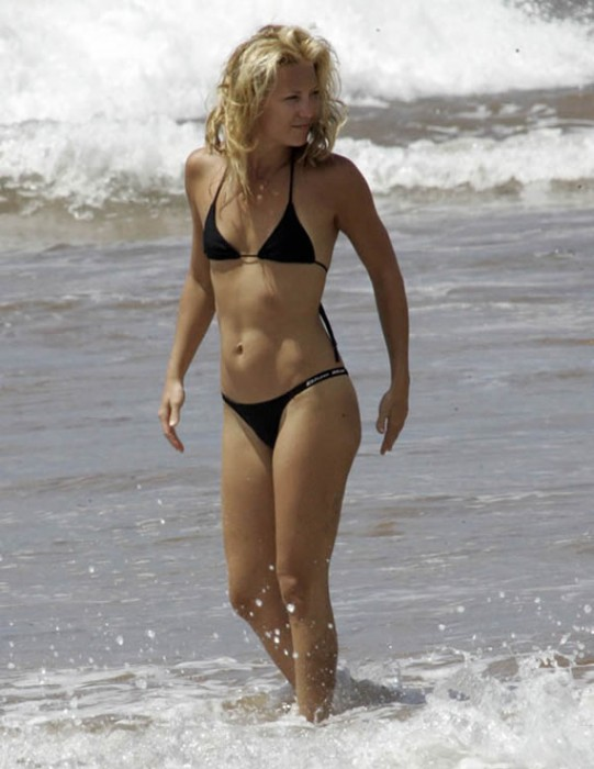 Kate Hudson Hot in Sexy Bikini