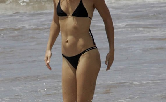 Hot Kate Hudson in Sexy Bikini (6 Photos)