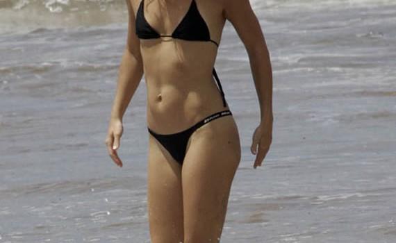 Hot Kate Hudson in Sexy Bikini (6 Photos)
