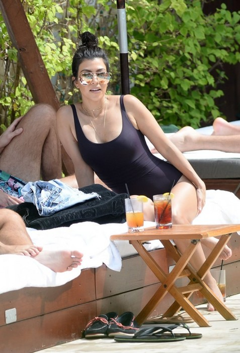 Kourtney Kardashian Swimsuit Sexy Body