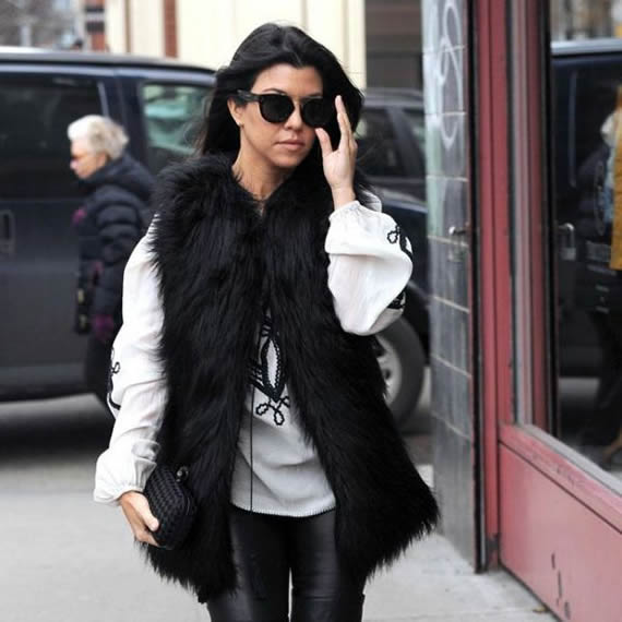 Kourtney Kardashian sexy paparazzi photo