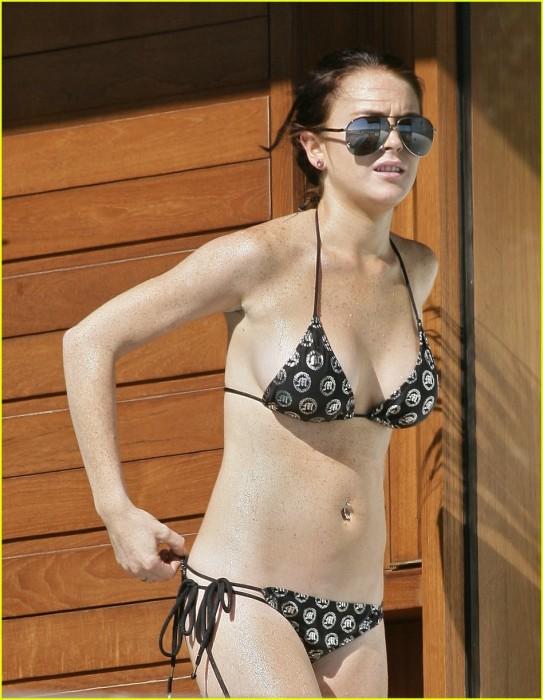 Lindsay Lohan in sexy bikini photo