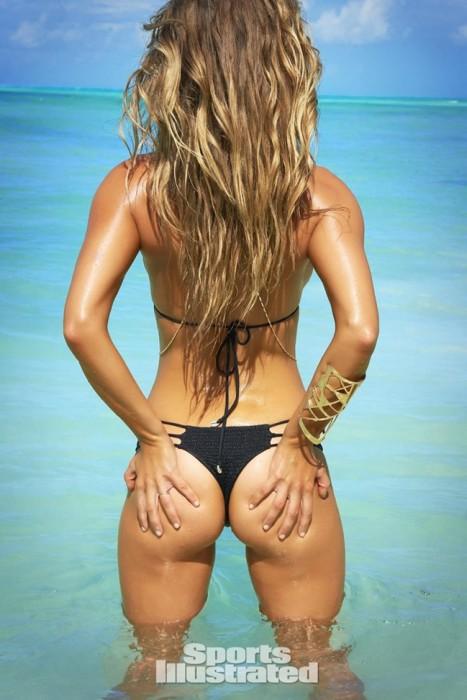 Nina Agdal Sexy Booty
