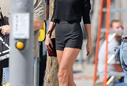 Taylor Swift with sexy legs in the Los Angeles streets (6 Photos)