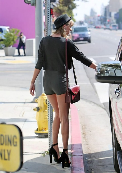 Taylor Swift Sexy Legs Style
