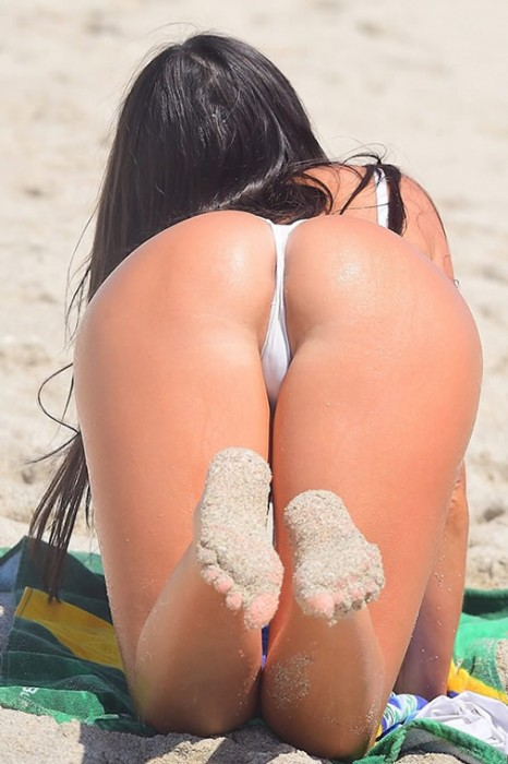 claudia_romani_white_hot_thong_bikini_in_miami_cameltoe