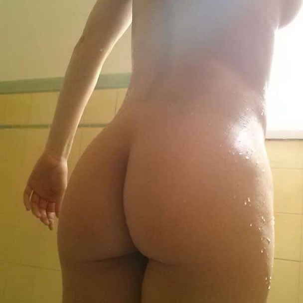 Adrianne Curry Naked sexy ass selfie