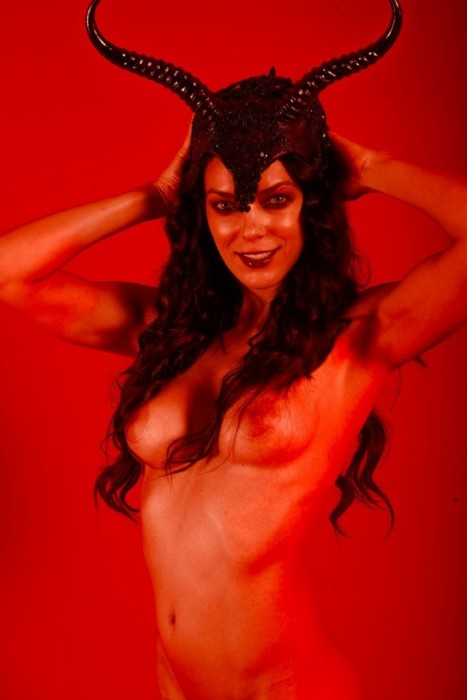 Adrianne Curry giant nipples