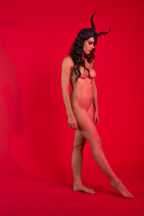 Adrianne Curry nude photo shoot