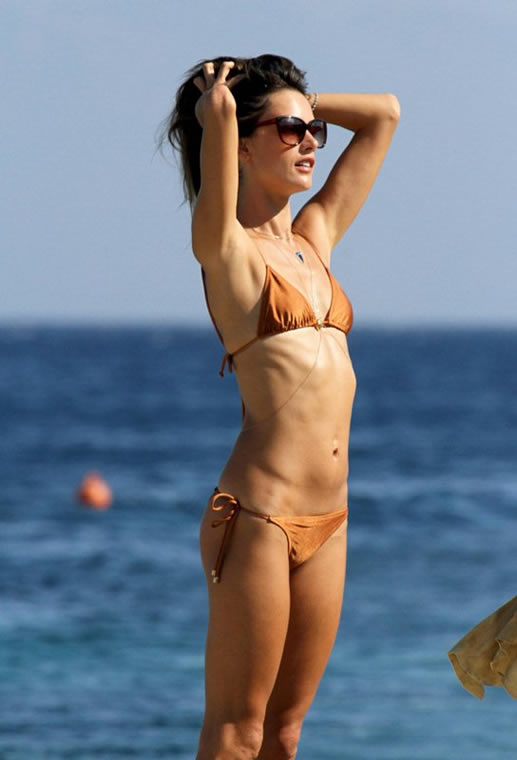 Alessandra Ambrosio hot body pics