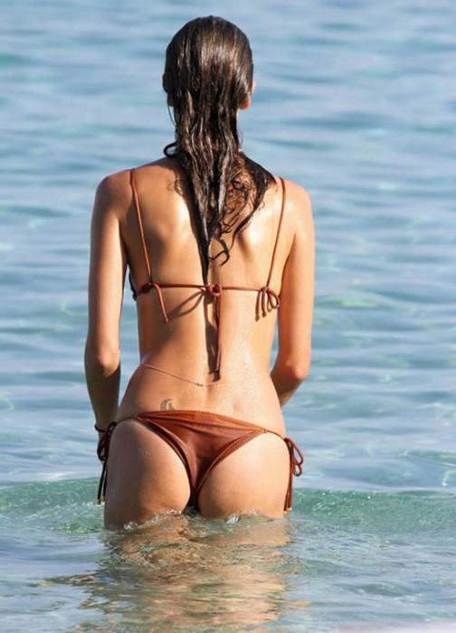 Alessandra Ambrosio in bikini hot booty