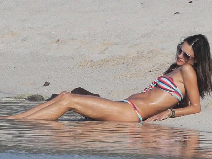 Alessandra Ambrosio in bikini photos