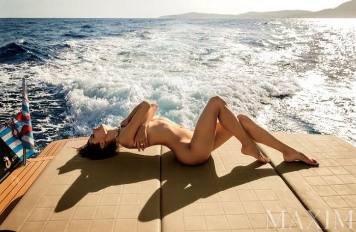 Alessandra Ambrosio sexy posing nude