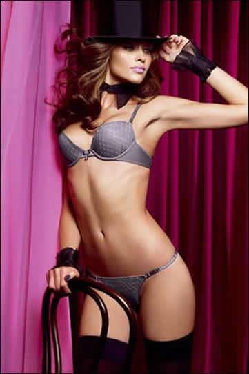 Ana Beatriz Barros sexy body