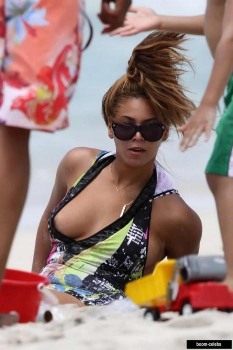 Beyonce upskirt nip slip