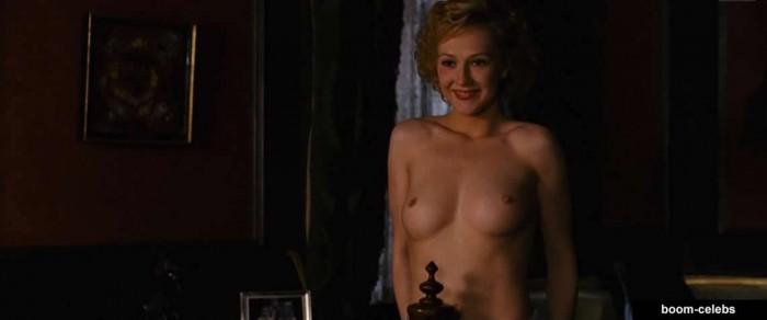 Carice van Houten hot body