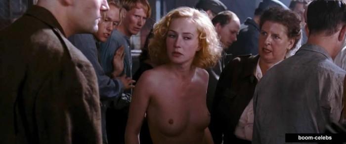 Carice van Houten nipples pic