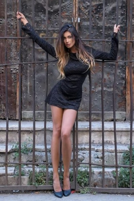 Cristina Buccino sexy legs