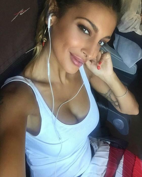 Cristina Buccino sexy selfie