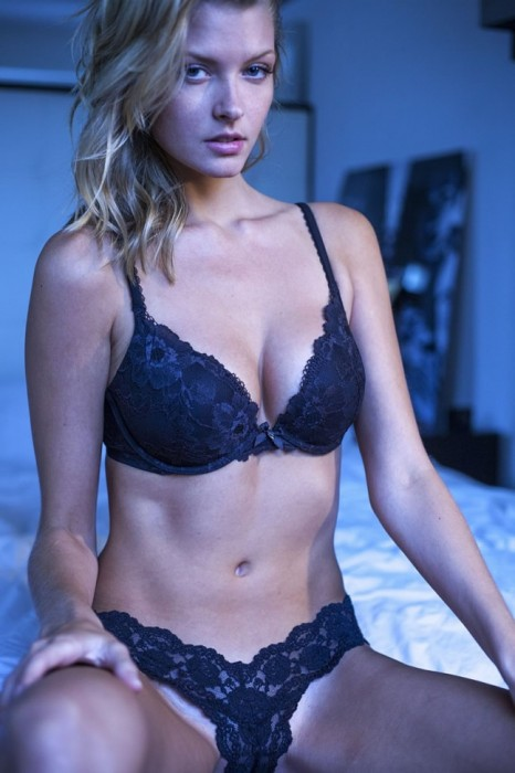 Erin Cummins Hot lingeriwe