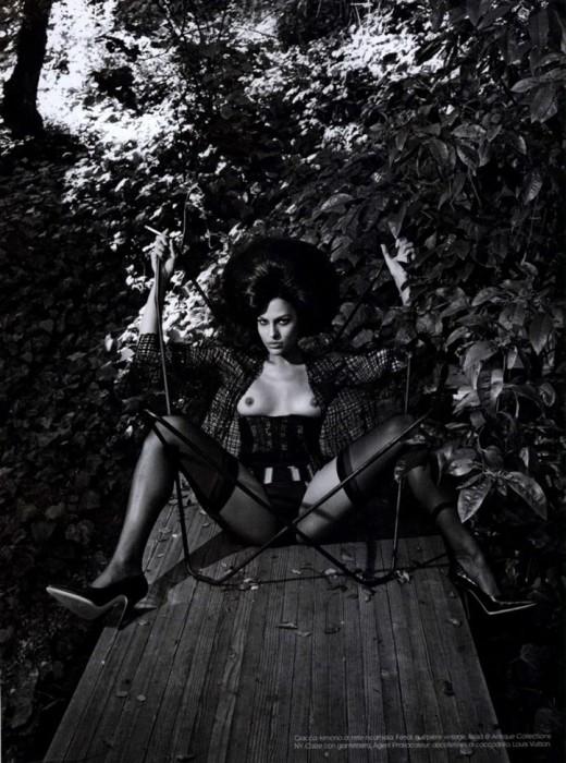 Eva Mendes showing her nipples
