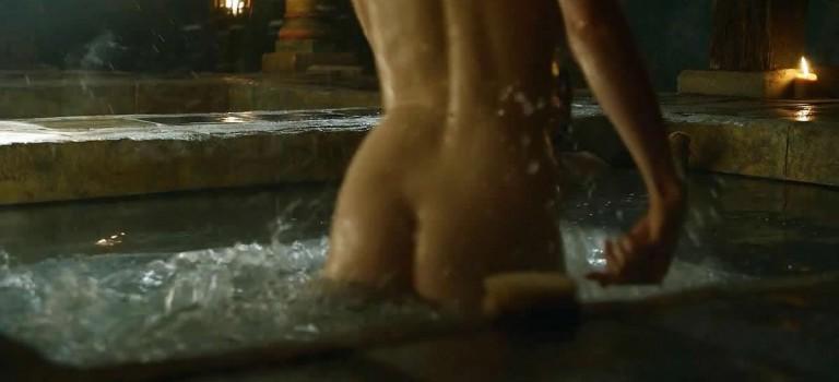 Gwendoline Christie Game of Thrones hot scenes (8 Photos)