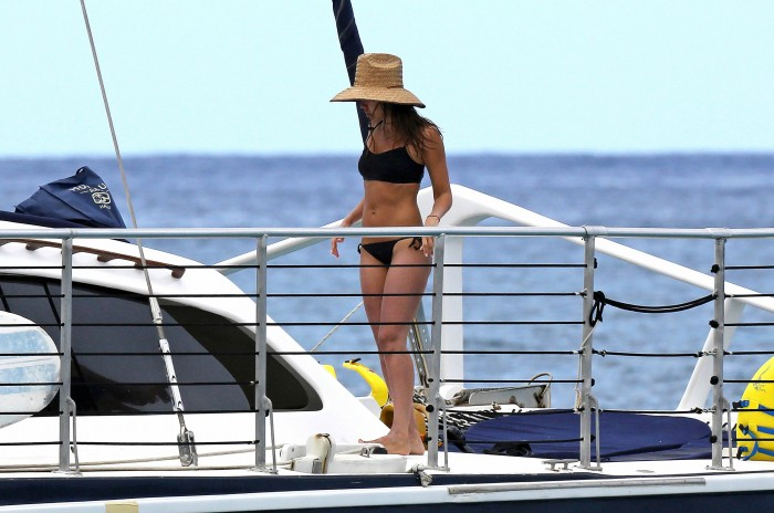 Hot Jessica Alba in bikini