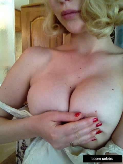 Jennifer Lawrence boobs photo