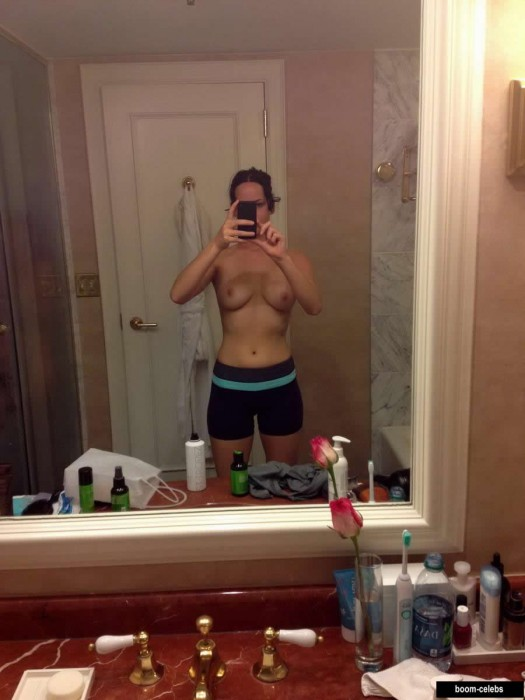 Jennifer Lawrence topless selfie