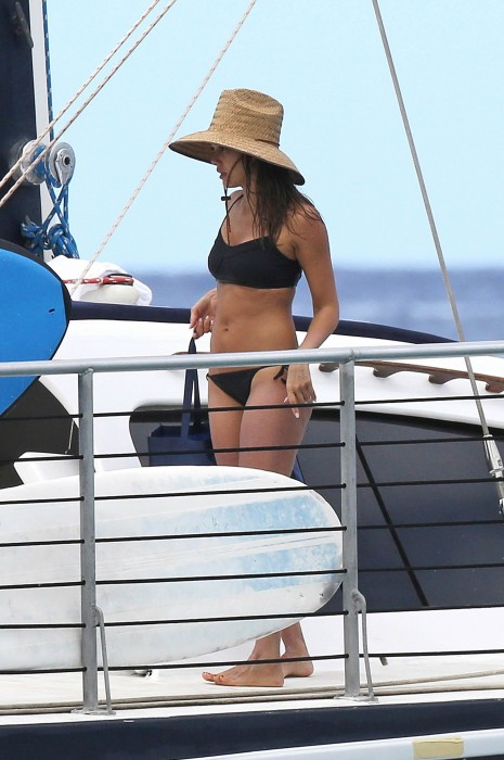 Jessica Alba in Hawaii 2016 on yacht