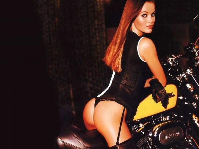 Amanda Holden sexy booty