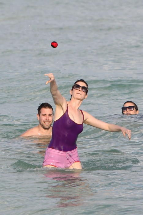 Anne Hathaway Nipples in bikini
