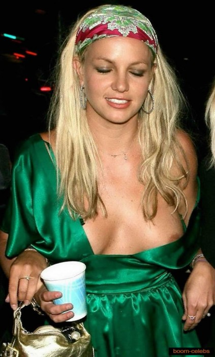 Britney Spears nip slip upskirt