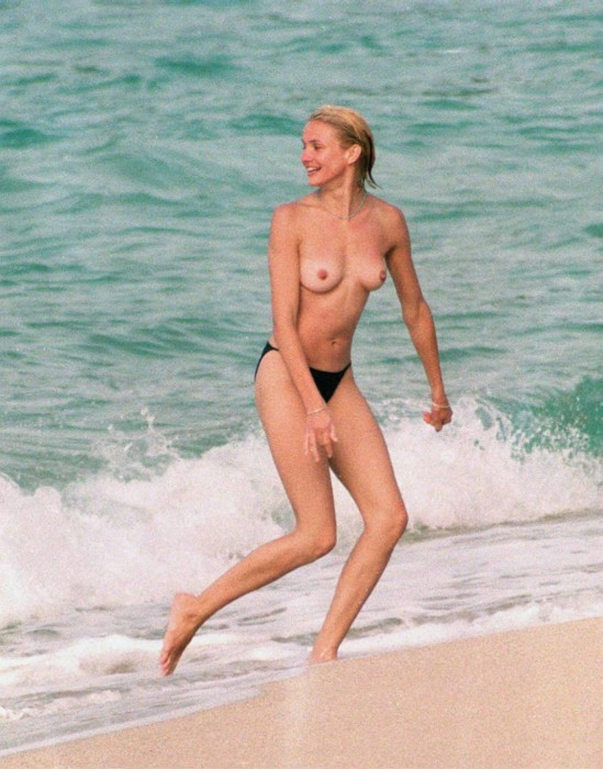 Cameron Diaz topless sexy tits