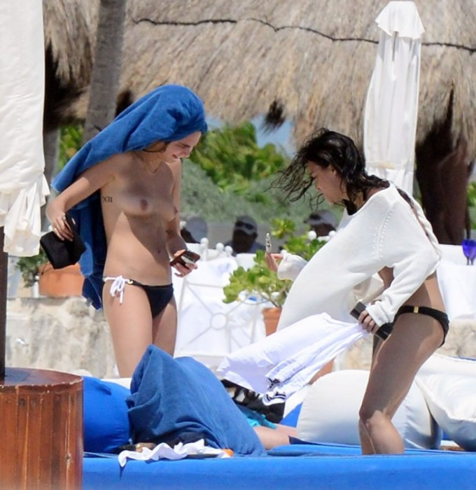 Cara Delevingne topless photo