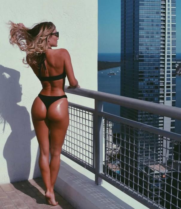 Cassandre Davis perfect body