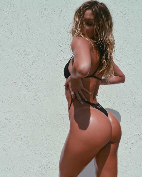 Cassandre Davis sexy body pic