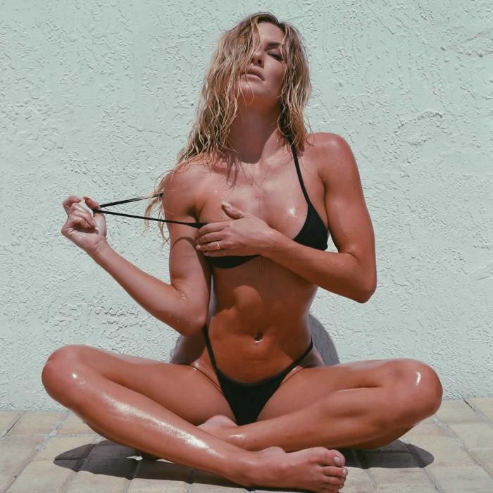 Cassandre Davis sexy pics