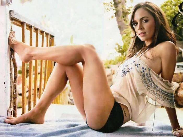 Eliza Dushku sexy legs