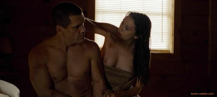 Elizabeth Olsen tits