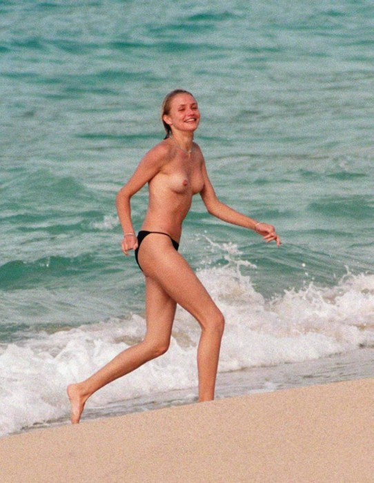 Hot Cameron Diaz topless at the beach