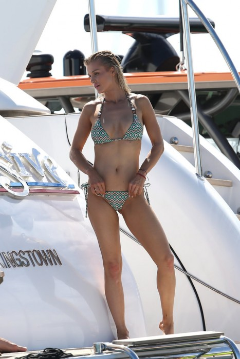 Hot Joanna Krupa On Private Yacht