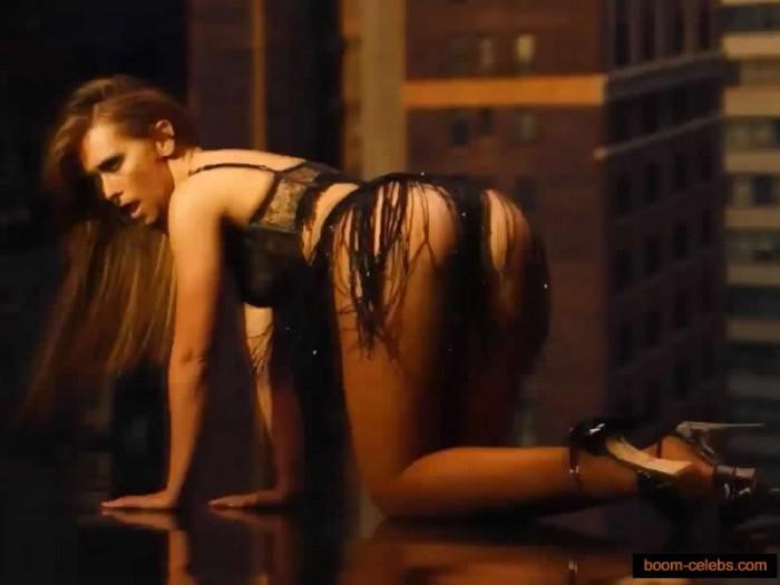 Jennifer Love Hewitt ass