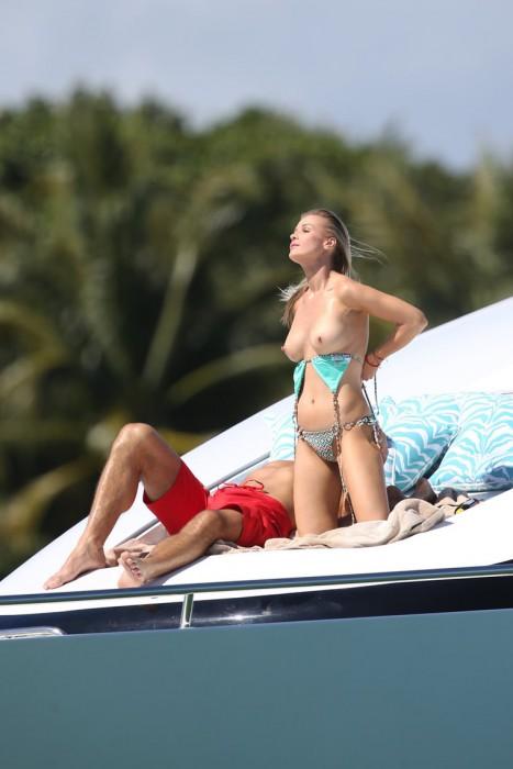 Joanna Krupa hard nip slips