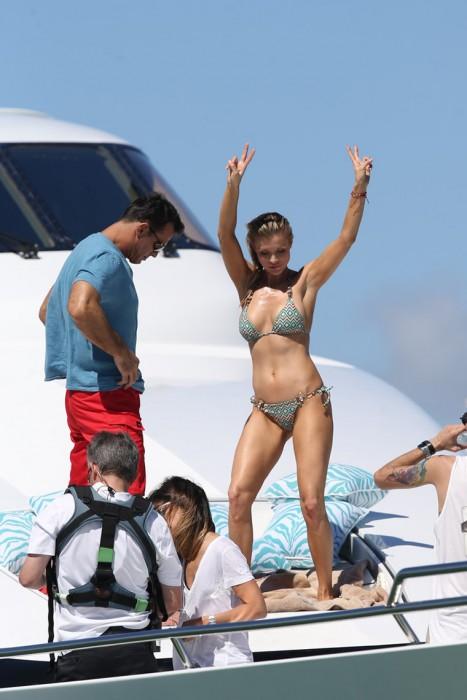 Joanna Krupa in hot bikini