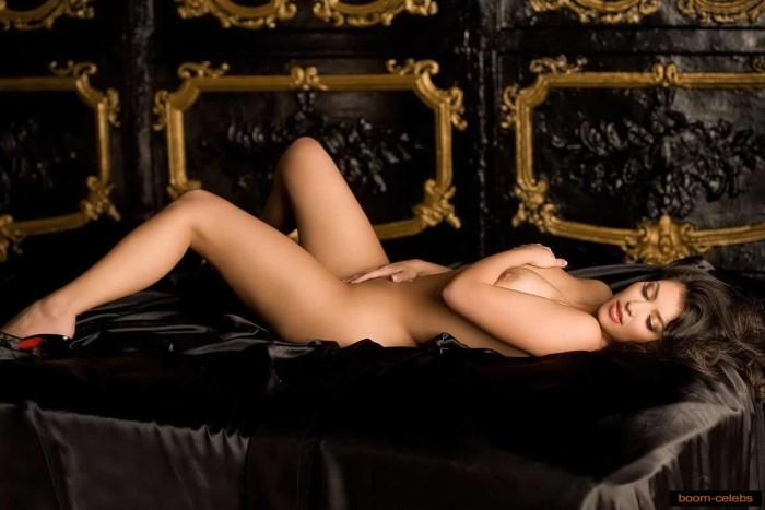 Kim Kardashian sexy posing nude
