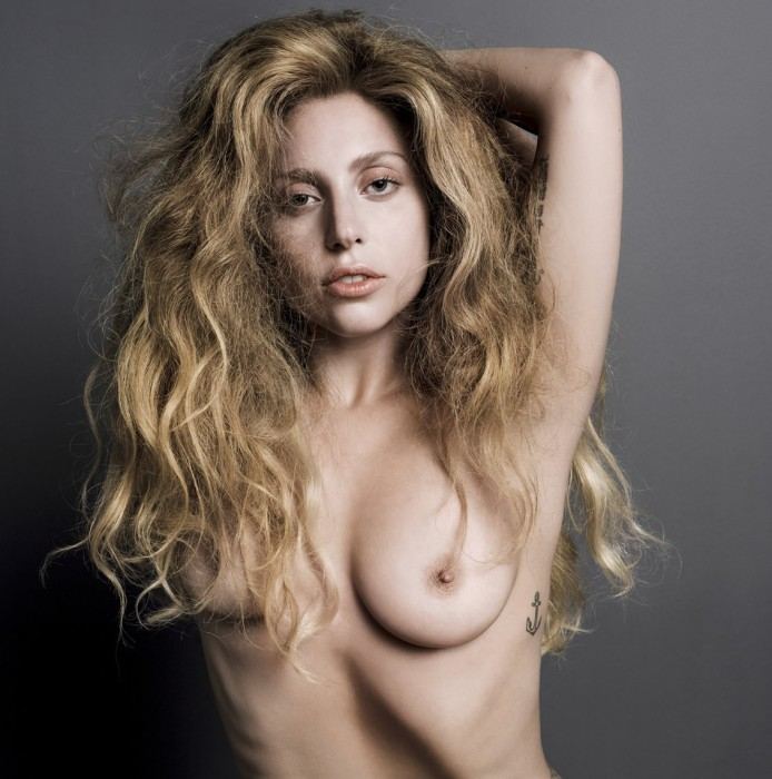 Lady Gaga Nude showing her sexy tits